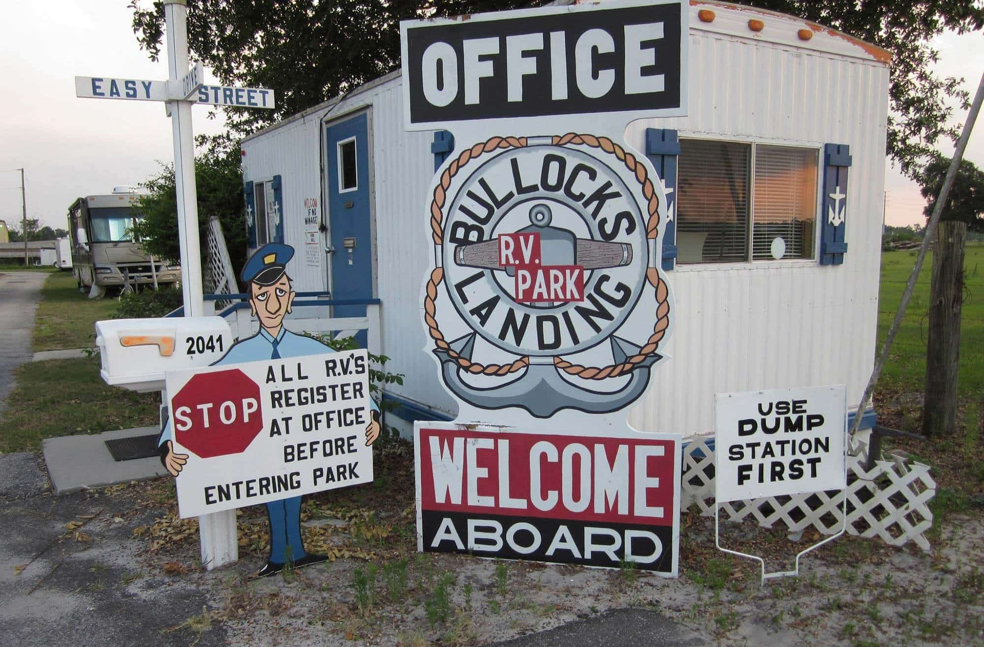 entrance and office at Bullock's Landing RV campground in Lake Wales, FL