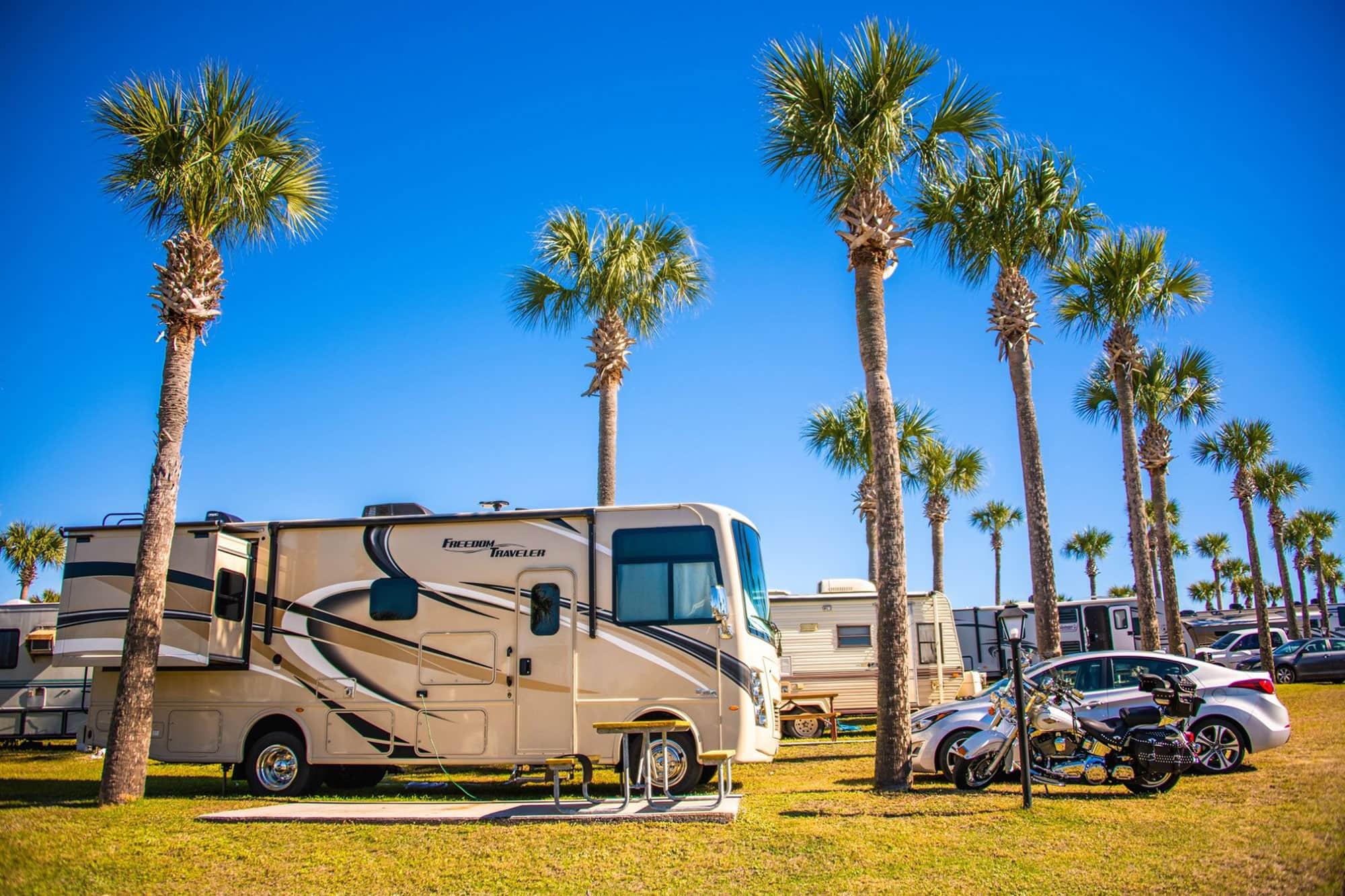 Motorhomes parked at Orlando Southwest KOA in Davenport