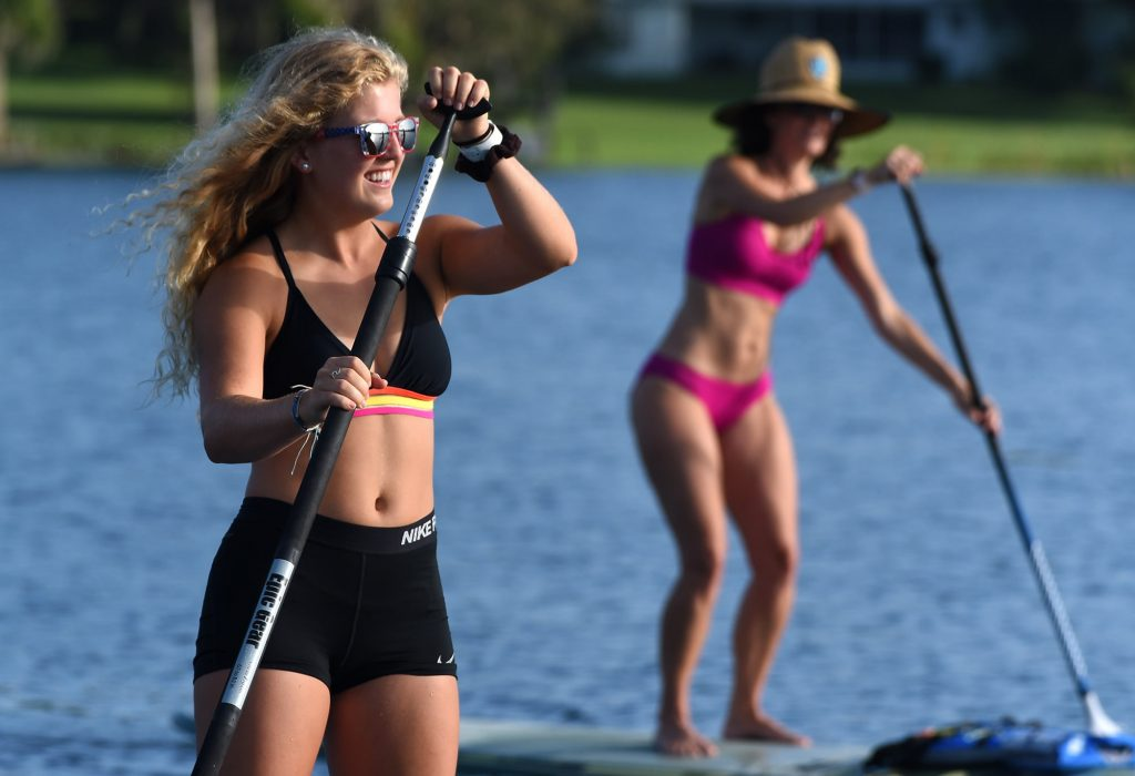 2 women on paddleboards during tour with Paddleboard Winter Haven