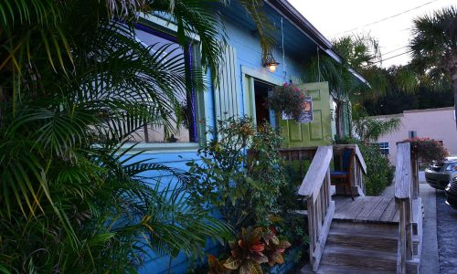 Exterior of building and steps up to front door at Crazy Fish Bar & Grill in Lake Wales, FL