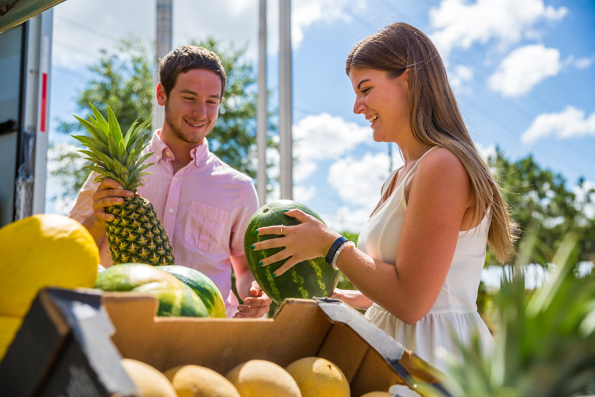 couple shopping for produce at Visitor Services flea and farmers market in Davenport, FL